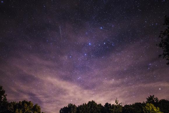 zornae-sho-meteorny-dozhdzh-pralisya-nebe-fota-videa