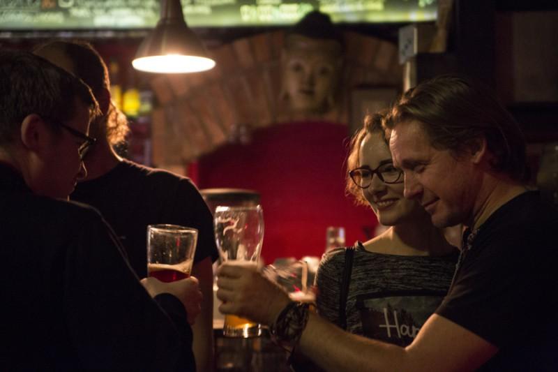 Вовка Соловей поднимает тост за успех белорусского кино.