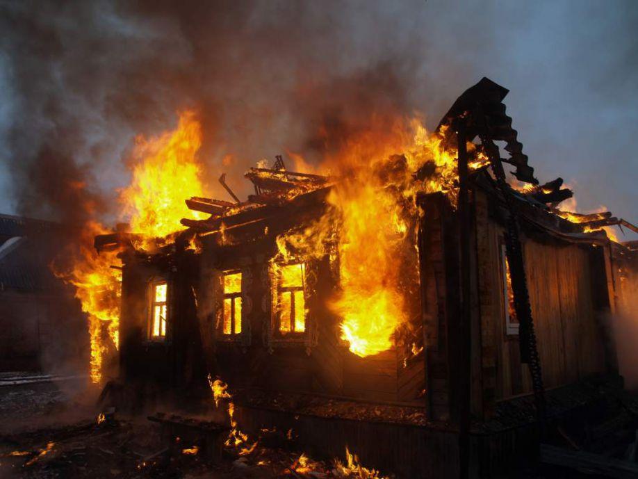 Преступники подожгли дом, чтобы скрыть следы преступления