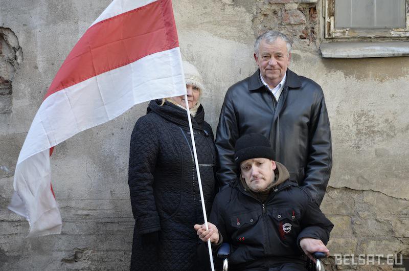 Autor scenariusza Zmicier Kuzmienka z rodzicami
