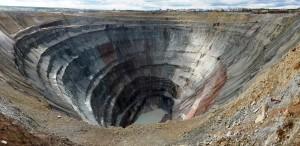 Кімберлітавая трубка «Мір» – адна з найбуйнейшых катастрофаў у свеце. Фота Wikipedia
