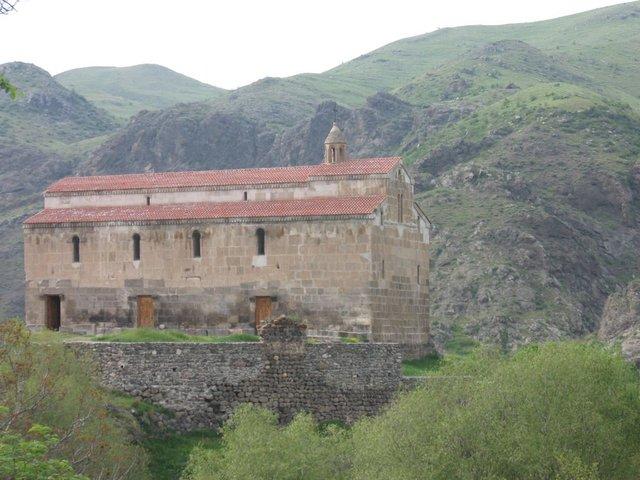 Армянский монастырь Цицернаванк IV-V в. на территории контролируемой НКР.