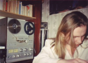 Bohater wywiadu - w tle protoplasta Ipoda magnetofon szpulowy Rostov MK-105-C1