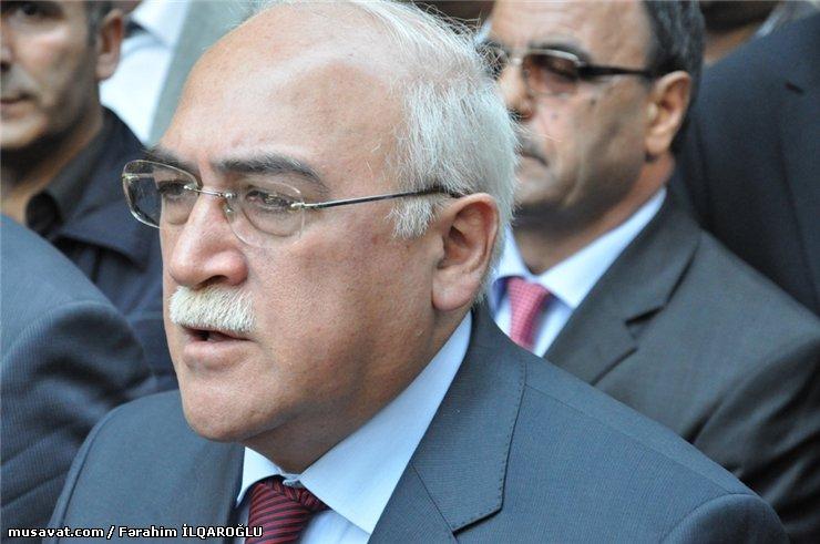 Іса Юніс аглы Гамбар – азербайджанскі палітык, былы в. а. прэзідэнта Азербайджану, старшыня Нацыянальнага сходу Азербайджану ў 1992–1993 г. Цяпер кіруе апазіцыйнай партыяй «Мусават».