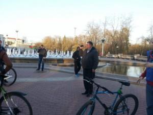 Tajniacy nagrywają uczestników Masy Krytycznej fot. spring96.org