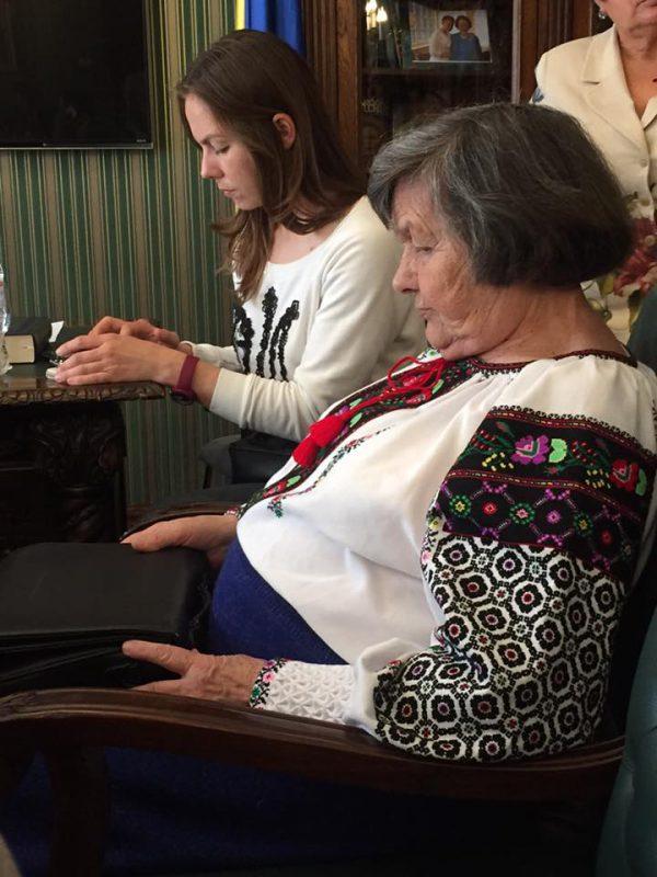 Вера і Марыя Саўчанкі ў офісе партыі «Бацькіўшчына» за некалькі гадзінаў да вяртання Надзеі ва Украіну