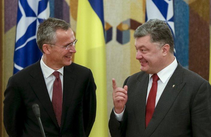 Генеральны сакратар НАТО Енс Стольтэнбэрг і прэзідэнт Украіны Пятро Парашэнка.