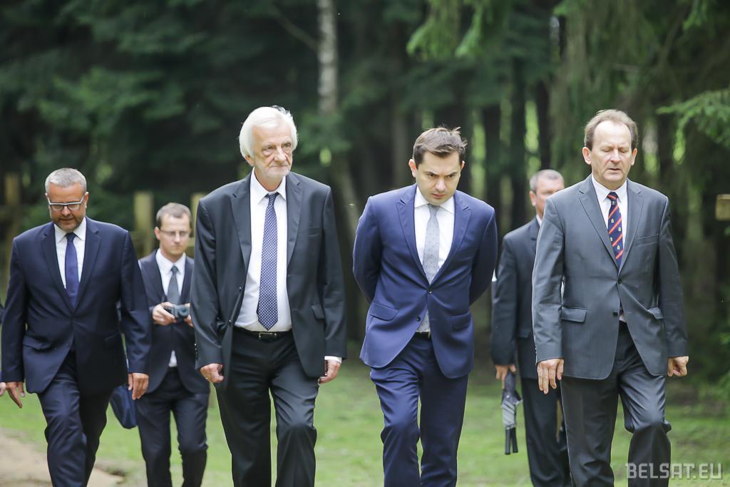 Віцэ-спікер Сейму Рышард Тэрлецкі (справа) і пасол Польшчы Конрад Паўлік (у цэнтры)