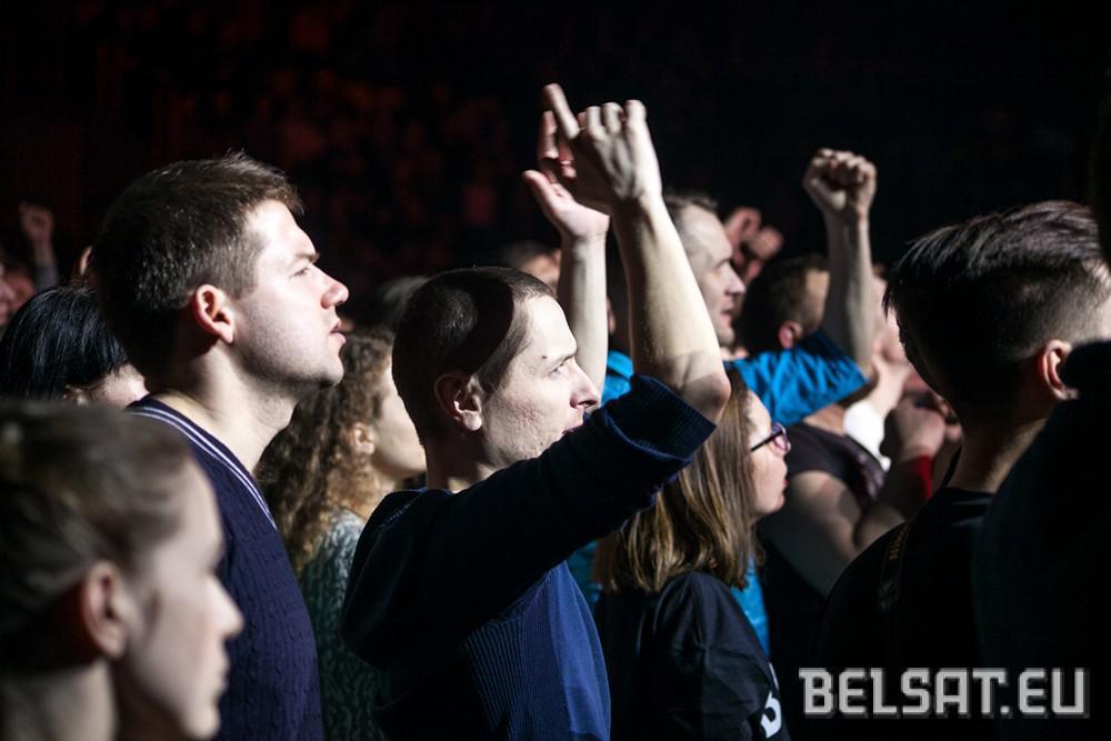Белорусы, стоя на коленях, почтили память бойцов АТО