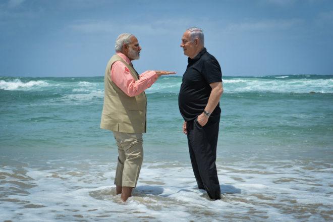Картинки по запросу нетаниягу премьер индии море босиком