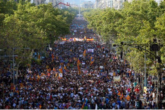 Мадрид взял под контроль силы правопорядка Каталонии