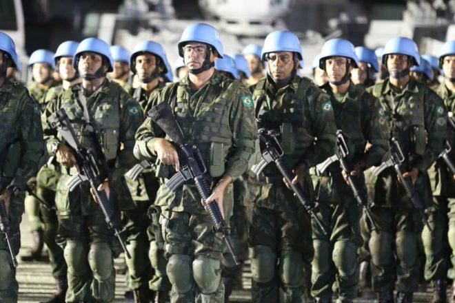 Белорусы готовы войти всостав миротворцев наДонбассе, однако только «если попросят»