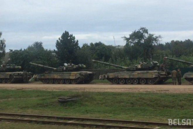 Российские военные научениях утопили танк