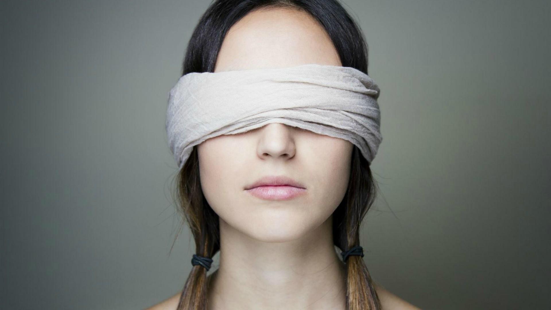 что долю картинки девушек с завязанными повязкой если заказать приват
