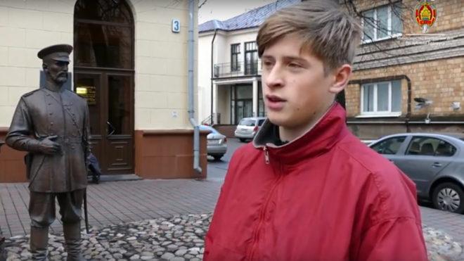 ВМинске задержали лицеиста запощечину монументу «Минский городовой»