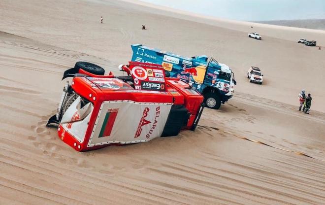 MAZ Siarheja Wiazowicza przed meta drugiego etapu Rajdu Dakar