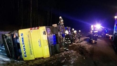 Автобус ECOLINES с37 пассажирами съехал вкювет под Островцом
