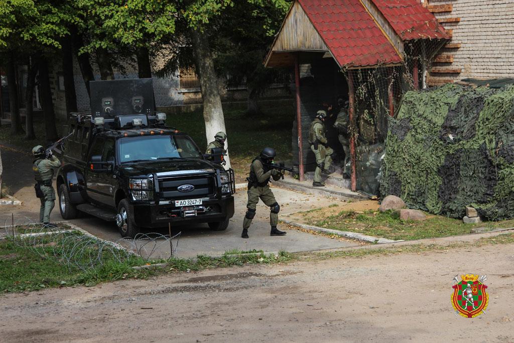 Небудут смотреть, как она «бряцает оружием»— Лукашенко пригрозил Польше
