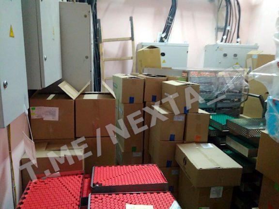 Так выглядит склад неликвидов для утилизации в помещении электрощитовой завода «Белмедпрепараты»
