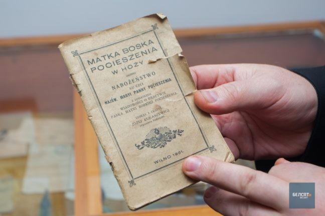 Долары 1920-х гадоў, шкляная мухалоўка. Што ёсць у калекцыі ксяндза з Гожы?